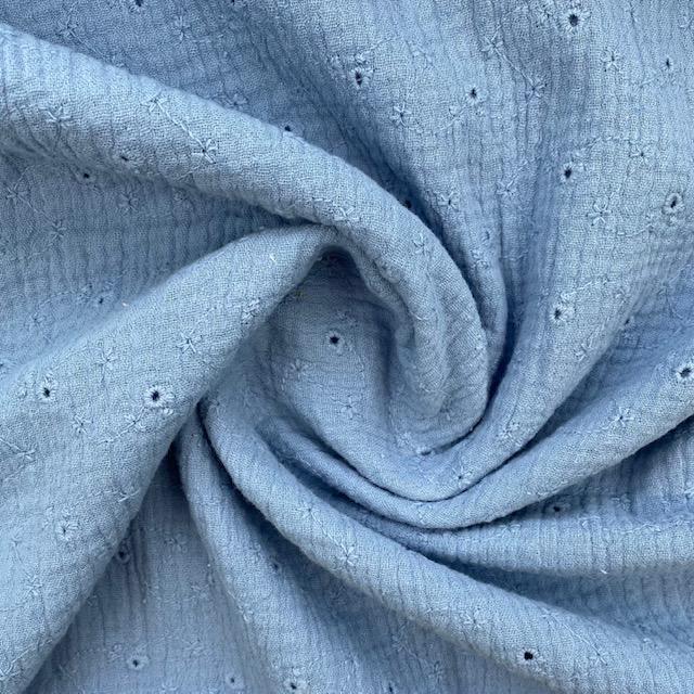 Musselin Lochstickerei kleine Blüten, hellblau. Art. 4884/401