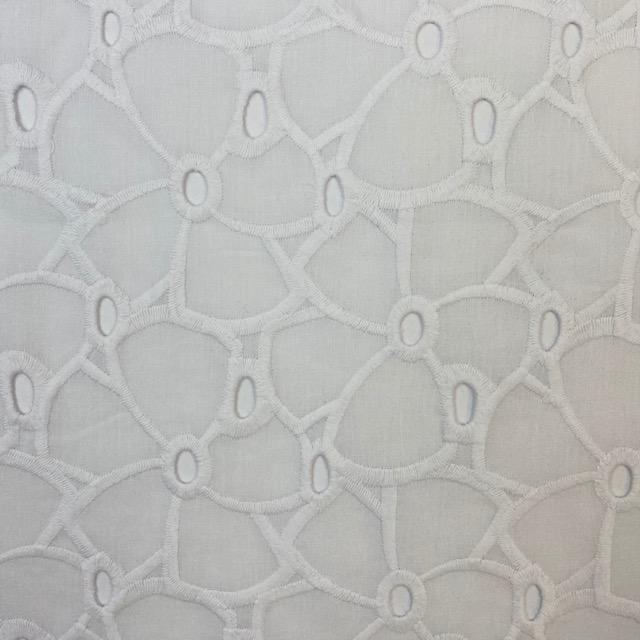 Feiner Baumwollbatist Stickerei, weiß. Art. Q11071-150