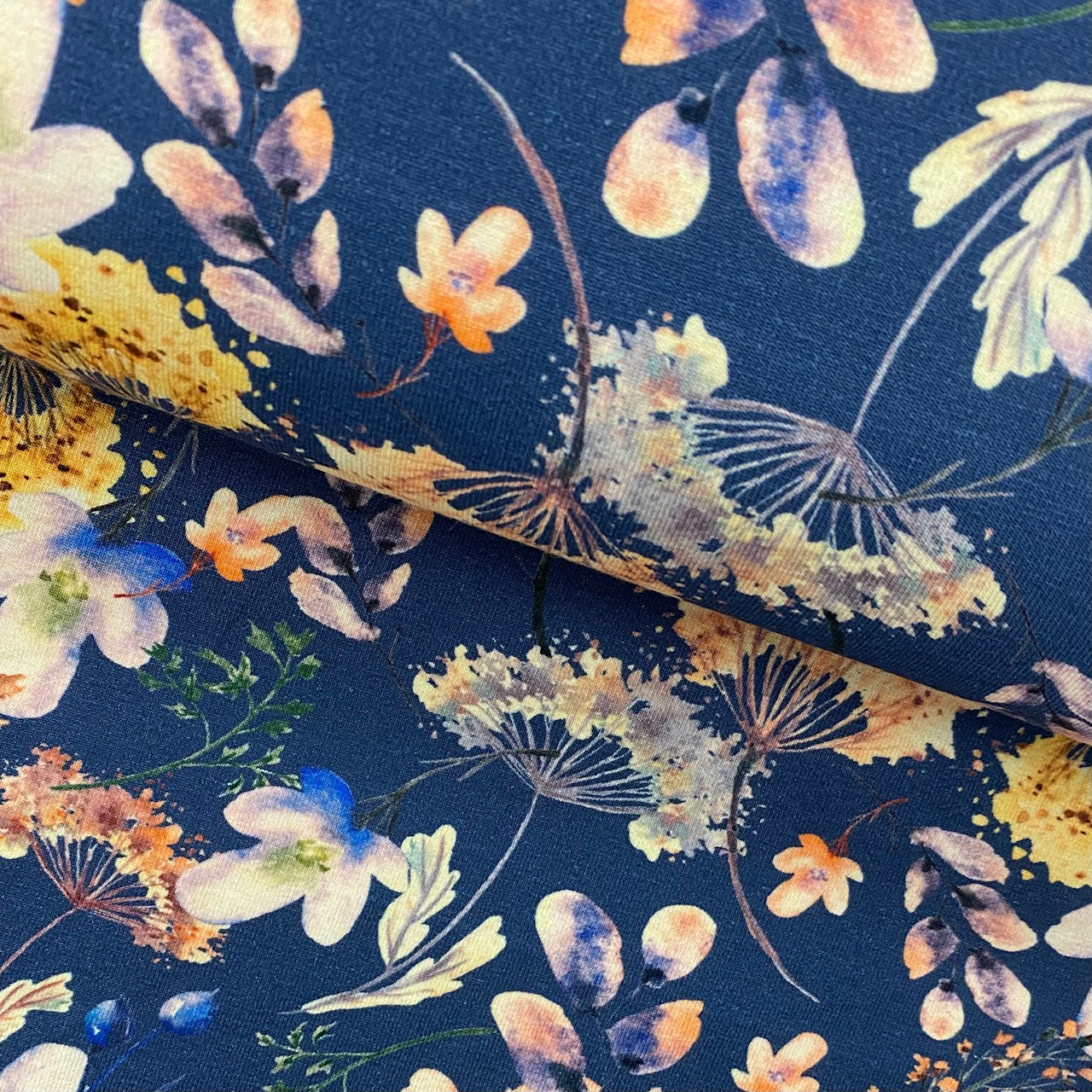 Baumwolljersey, Aquarellblumen, Digital Druck, jeansblau. Art. 4974-1107