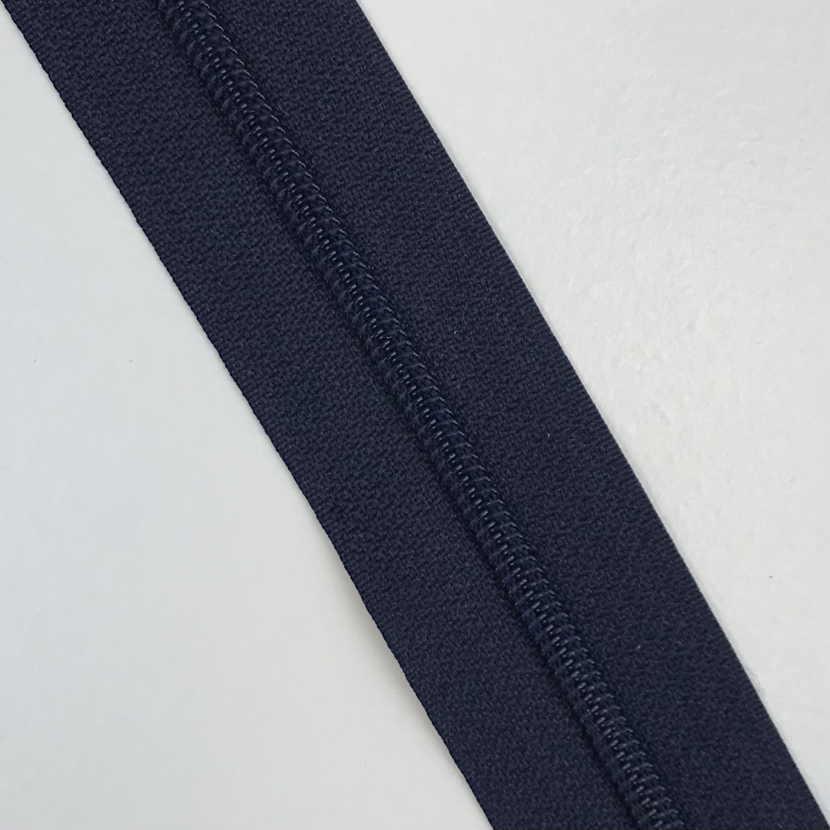 Endlosreißverschluss Meterware 3 mm, Union Knopf, dunkelblau, Farbe 68. Art. 4511